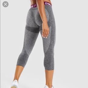 Sælger mine cropped Gymshark leggings i str XS Brugt få gange  Mp er 180 inkl fragt 😊