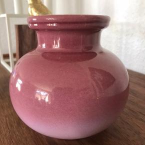 Made in W.germany vase 13.5 cm Super flot glasur  Pris : 140kr incl Porto