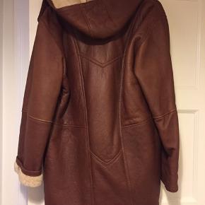 Flot varm rulamsfrakke. Fremstår næsten som ny. Nypris 8000