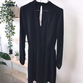 Sort H&M kjoleStr. 36/38 Brugt få gange
