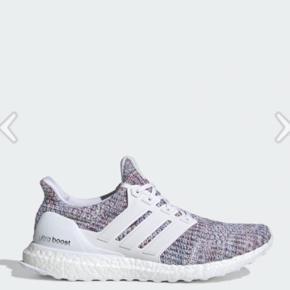 Adidas Ultra Boost i str. 45 1/3. Skoene er aldrig brugt og kvittering og boks haves stadig. Nypris 1500kr, mp 750kr 😊