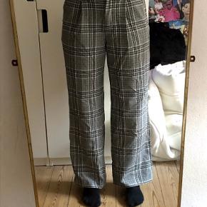 De dejligste Work Pants fra Weekday. De er blevet brugt en gang. Sælger dem da det ikke er min stil længere.