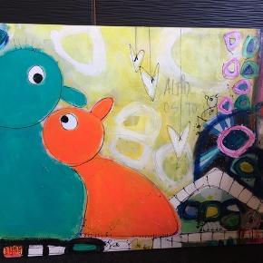 Skønt maleri af Dorthe Værnhøj, som man bliver glad helt ind i hjertet af at se på! Det er 109x79cm stort, er gjort klar til ophæng. Dorthe har signeret det bagpå også.