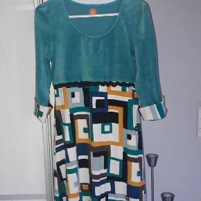 Varetype: Skøn kjole  Størrelse: XS/S Oprindelig købspris: 1200 kr.  Skøn kjole fra Du milde. Str. 0, svarer ca. til str. XS/S  Brystmål cal 46-49 x 2 cm Længde ca. 88 cm  Handler gerne via mobilpay Bytter ikke