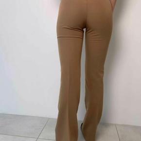 Sælger disse flare bukser fra designbysi  De fitter medium