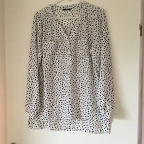 Rigtig fin skjorte fra Only 🌸brugt meget lidt, da prikker ikke lige er mig 🙈🌸str 40🌸 Mp 50 kr 🌸
