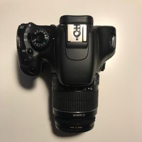 CANON EOS 550D sælgesMedfølger original Canon rem og 18-55 linse.  Kameraet virker som det skal - dog kan videofunktionen drille, da der lukkes for meget lys ind.. (måske det er en indstilling jeg ikke kender til?) Men til billeder er kameraet helt ubeklageligt.