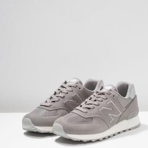 New balance sneakers, str. 38. Brugt få gange. Med sølv deltaljer. Sælges billigt.  Mp 180 kr.