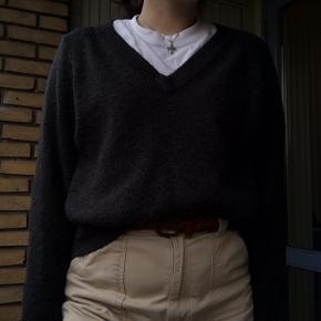Lækker, varm sweater. I trøjen står der XS men jeg er en medium, og den fitter mig som jeg ønsker✨ Perfekt til det koldere vejr:)  Bud er velkomne🌼
