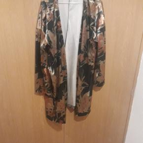 Super flot kimono brugt 2 gange  Nypris 400