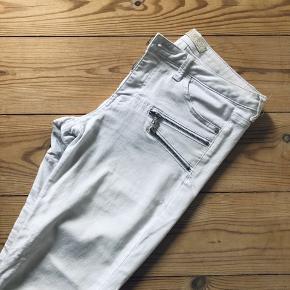 Flotte hvide bukser, meget elastiske :-)