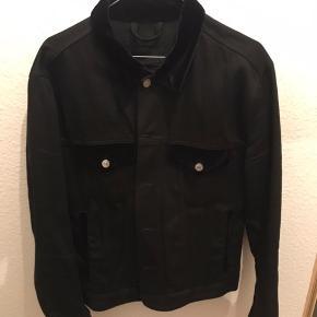 Acne Studios Blå Konst Denim jakke med velour detaljer Str. 52