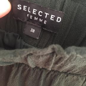 Mørkegrøn nederdel med elastik