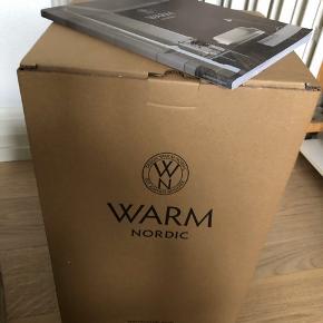 Jeg sælger denne flotte lampe fra Warm Nordic. Den har kun lige været ude af boksen, så den er så god som ny ⭐️ Nypris. 2000kr. Kom med et bud!
