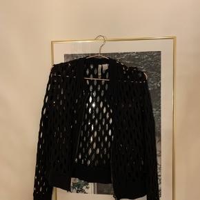 Hullet cardigan med lynlås fra H&M  Byd  Se evt. mine andre annoncer 🌷