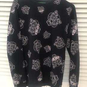 *OBS* ikke ægte Kenzo sweatshirt str xl (Lille i str) Virkelig lækker kvalitet og fejler ingenting   Køber betaler Porto ellers kan den prøves/hentes i Solrød Strand