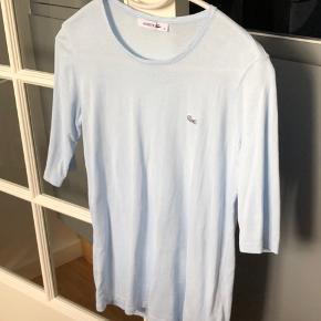 Sælger denne flotte t-shirt fra Lacoste💙