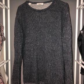 Varetype: Sweatshirt Farve: Mørkeblå