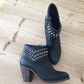 Fede støvler fra Gai+Lisva str 39. Læder, made in Italy. Se alle billeder   Mængderabat gives ved køb af flere af mine annoncer ☺️  #blackfriday
