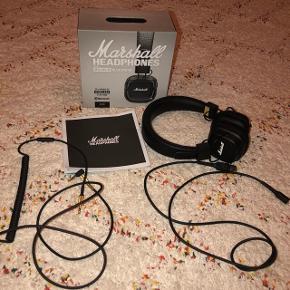 Sælger mine Marshall Bluetooth høretelefoner, da jeg ikke får dem brugt mere. De er ca. Et år gammelt, men fejler intet, da jeg kun har brugt dem meget få gange. Der er ingen tegn på slid eller noget galt med lyden. Der medfølger både kasse, lader og ledning til hvis man ikke vil have dem bluetooth. Np: Ca 1200kr Mp: BYD!