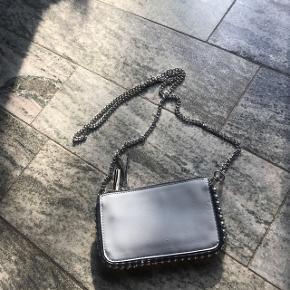 Blueyellow purse fra Zara  God til at have med på ferie🍊☀️  Np. 300 Byd💕