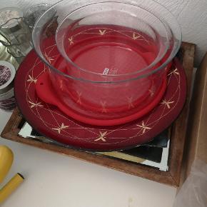 2 bodum glas skåle med røde silikone låg. Ikke brugt meget.