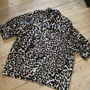 Fin oversize leobluse fra Zara