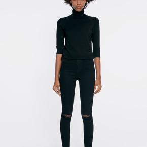 Strechy skinny jeans/jeggings fra Zara. Brugt meget få gange og er derfor i perfekt stand :)