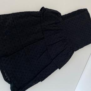 Neo noir nederdel. Sort og hvid. 170kr pr.stk. Str S