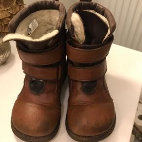 Vinterstøvler fra Angulus Tex str 27. Godt brugte, men kan sagtens klare endnu en sæson.75kr.