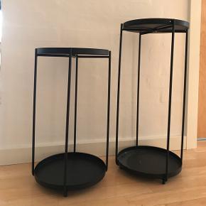 2x bakkebord/ plantestativ fra søstrene grene i sort messing. Trendy og minimalistisk. 200kr hver eller 300kr sammen.