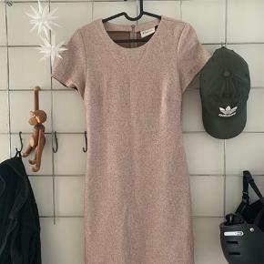 Ganni kjole i farven woodsmoke. NP 1200 kr.