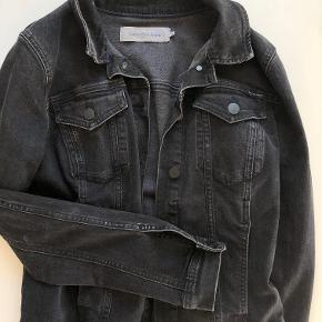 LÆKKER CALVIN KLEIN DENIM  Får ikke rigtig jakken brug og derfor sælger jeg den billigt :)