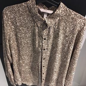 Skjorte fra H&M.  Ingen fejl eller mangler brugt en gang.