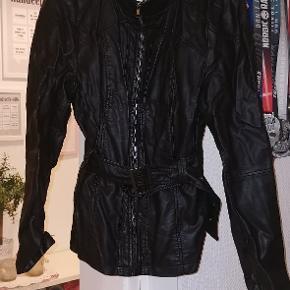 Læderkook jakke i god kvalitet