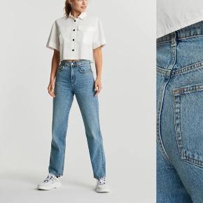 Selger den utsolgte 90's High Waist Jeans (straight leg) fra Gina Tricot i strl. 36. Brukt kun et par ganger og er som ny :)