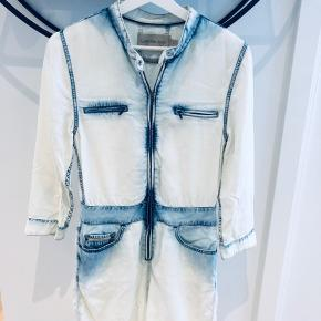 Short jumpsuit in washed-out denim. Almost new