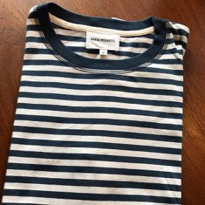 "Norse Projects Classic stripe t-shirt ""Niels"". Hvid og blåstribet - colour: Annodized Blue"