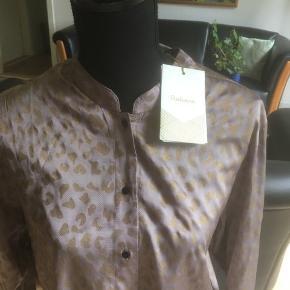 Så fin skjorte i ren viscose Gennemknappet