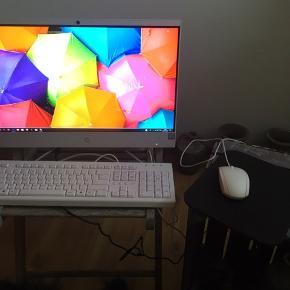 Jeg har lige købt denne HP ALL IN ONE COMPUTER SUUUPER FED.. sprit ny..  jeg har bare meget mere brug for en bærbar. Må indrømme det nok var lidt et impulskøb🙈🙈
