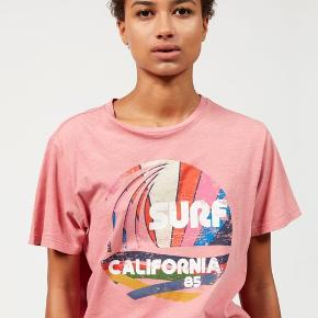 Isabel Marant t-shirt med Surf California print. Str. M.