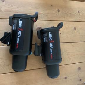Blitz lamper, som nye, ingen defekter. Sælges samlet for 1000kr eller 600kr pr stk Skal afhentes på Vesterbro  Skærme og en paraply følger med gratis