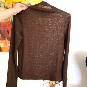 Fin Weekday bluse i str xs, har kun været brugt 2 gange 🌞