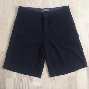 Varetype: Shorts Farve: Mørkeblå Oprindelig købspris: 199 kr.