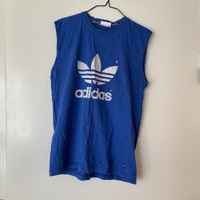 Fed vintage Adidas bluse, købt i episode. BYD 💙