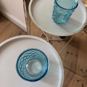 🦋 Super fin vase, som kan bruges til blomster eller opbevaring af f.eks køkkenredskaber 🦋 Fine detaljer på siden, der fanger lyset 🦋 Brugt, men har ingen skrammer