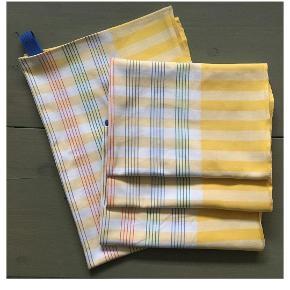 Solskinsgule viskestykker syet af gennemvævet retro bomuldsdug fra 50'erne 52x70 cm. 🌻♻️🍋 Stk. pris 40kr.  Sælges samlet 120kr.