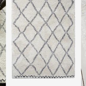 Det fineste tæppe fra Ellos - model Tanger. Farven er råhvid og grå. Måler 160x230. Har været i brug i max 3 mdr. Fejler intet. Fra hjem uden dyr og røg. Skal afhentes i Esbjerg.