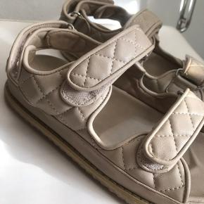 Na-kd x Emilie Malou sandaler med Velcro • Brugt 15 gange. Fitter 37,5-38 (fitter ikke større end 38!)
