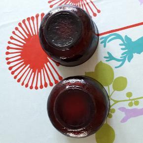 Retro glasskåle i rødt glas. Nupret overflade udenpå og glat indeni. Intakte og 11 cm i diameter. Perfekte til jul 😊. Sælges samlet.